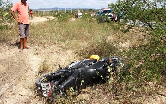 Moto ficou a 10 metros da vítima e Fiat Uno ao fundo a cerca de 50 metros.