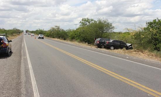 acidente na br 324 próximo ao povoado são joão3 - foto-raimundo mascarenhas