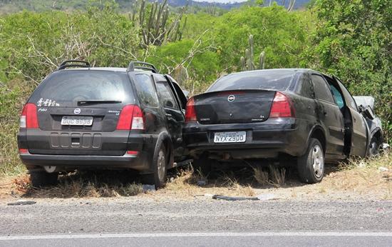 Diferente de outros acidentes, este não chamou muito atenção, pois o carros ficaram fora da pista e não mostrava ser grave