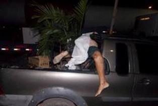Vítima foi projetada sobre a carroceria do carro.