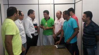Equipe liderada por  Lindomar de Abreu (de verde) reúne com Rui Costa