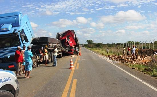 acidente com carreta-2