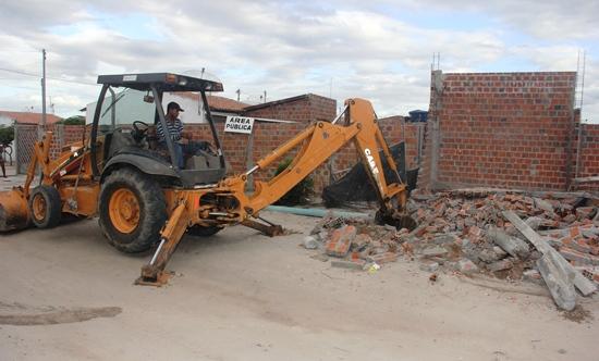 demolição de casa nas populares