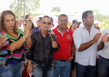 entrega de casas em araci -12- Raimundo Mascarenhas
