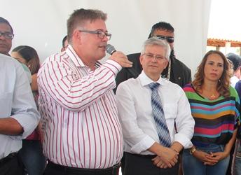 entrega de casas em araci -13- Raimundo Mascarenhas