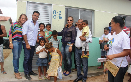 entrega de casas em araci -2- Raimundo Mascarenhas