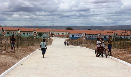 entrega de casas em araci -5- Raimundo Mascarenhas