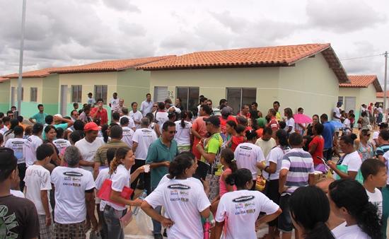 entrega de casas em araci -6- Raimundo Mascarenhas