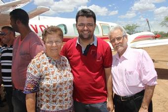 Fátima e Emiliano são apoiados por Lindomar em Uauá.