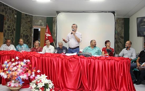 A segunda mesa foi formada com o novo presidente e representante do PT de várias cidades da região.