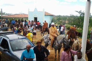 O Município de Abaré está na divisa Bahia-Pernambuco, cujo marco divisório é o Rio São Francisco.