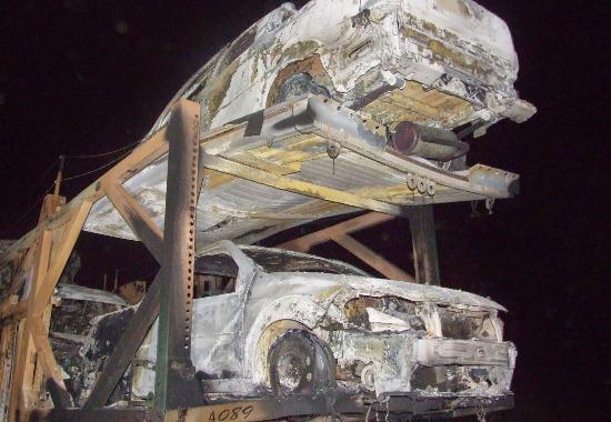 carros destruídos pelo fogo