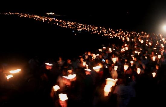 Procissão do Fogaréu e encenação da Paixão de Cristo marca a quinta-feira santa em Serrinha