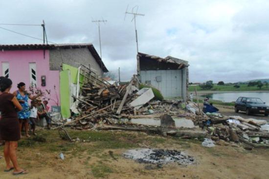 Casa Destruída-3