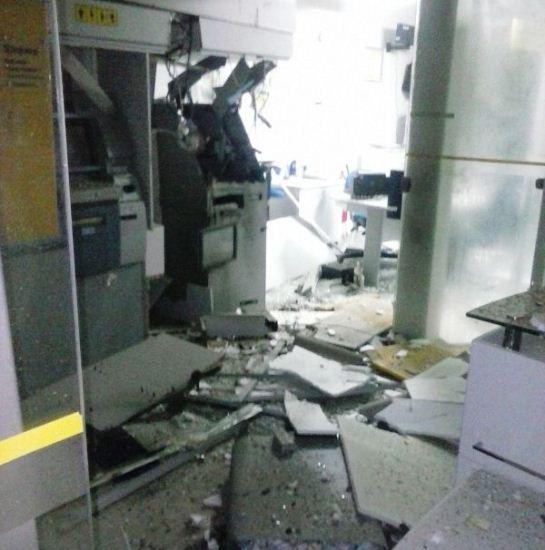 Ribeira do Amparo foi destruída mas dinheiro não foi levado.