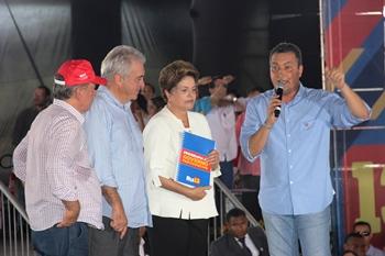 Rui entrega Programa de Governo a presidente.