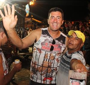"""Edevaldo (E) e o amigo """"Barraozinho"""""""