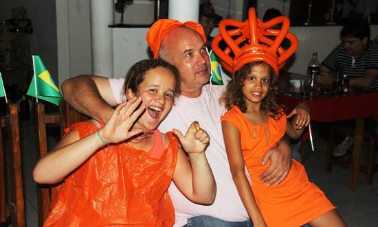Olívia esbanja alegria, o Gringo recebeu como presente, fez 50 anos, ontem. Bella com a Coroa da Rainha tem algo marcante para família.  Chegou a Coité no dia 28-04-06 dia do seu aniversário de 2 anos.
