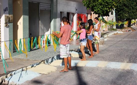 Rua Manoel Gonçalves Araújo, juventude intensifica os trabalhos.