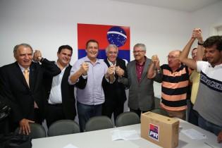 O candidato do PT foi saudado pelos deputados federais João Bacelar e José Rocha, ambos assegurando que o PR irá trabalhar muito para que a campanha de Rui seja vitoriosa.