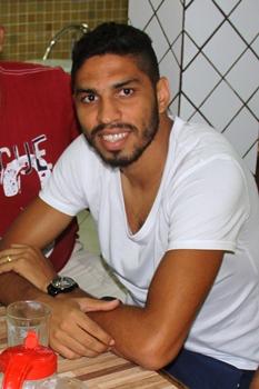 Wallace inciou no Vitória, se transferiu para o Corinthians e agora está no Flamengo.