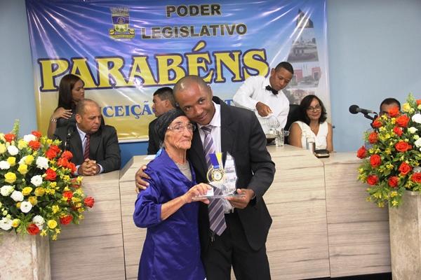 """Pedrinho de Sambaíba homenageou Dona Josefa, viúva de """"João da Pinda"""" primeira moradora da Avenida Senhora Santana."""