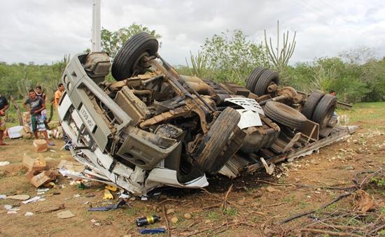 acidente com caminhão na br 324-des