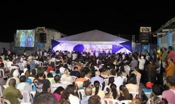 Representantes de vários municípios marcaram presença que se juntando aos coiteense lotaram a quadra.