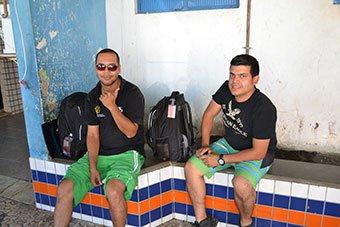 Oscar Ximens e André Marmolengo, seguiram e deixar um dos veículos em Araci.