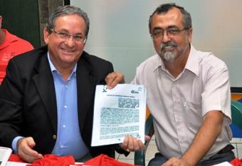 O presidente da JUCEB, Francisco Nobre de Oliveira, esteve presente na cerimônia de assinatura do convênio com o prefeito Ismael Ferreira