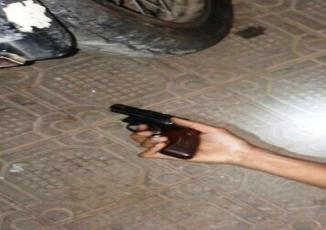 Segundo a Polícia a guarnição foi recebida a tiros por Sukita.