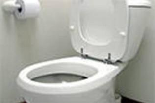 a droga estava escondida no interior da parte da descarga do vaso sanitário.