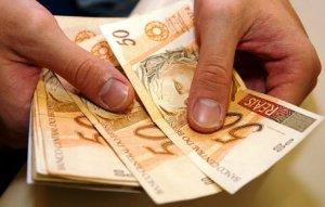 O salário mínimo vai passar de R$ 724 para R$ 788,06 em 2015