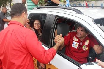 Gika saudado pelo prefeito Osni juntamente com Moema Gramacho
