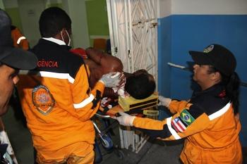 A situação é grave até pela grande quantidade de sangue que a vítima perdeu.