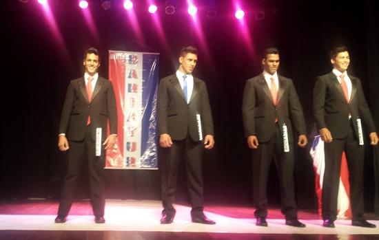 Nildo Filho (á esquerda)  conquistou o Mister Bahia Continente
