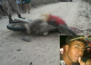O corpo da vítima ficou sobre o veículo.