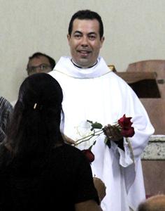 Padre Charles recebeu muitas homenagens.