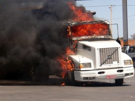 Carreta pegou fogo na BR-020