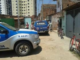 A delegada Ana Cristina Carvalho e os peritos do Departamento de Polícia Técnica efetuaram o levantamento cadavérico.