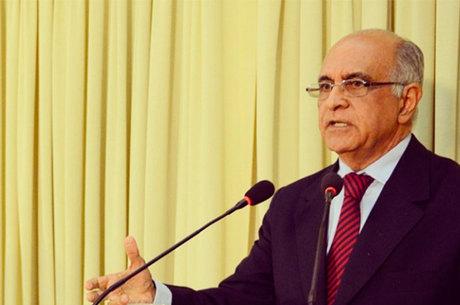 Líder nas pesquisas, Paulo Souto foi atacado pelos candidatos que faziam menção de seus governos anteriores