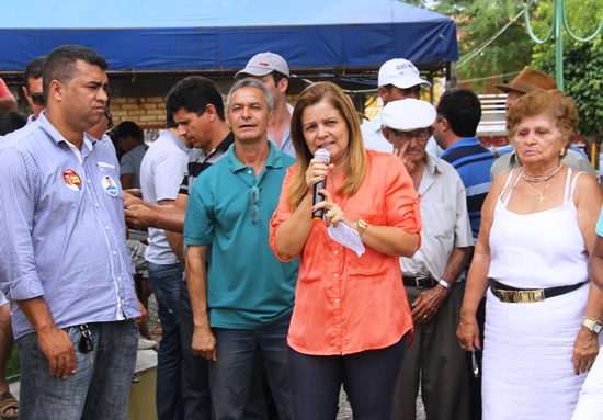 Câmara de Capela entrega carrro 0 km - foto2- Raimundo Mascarenhas - Calila Noticias