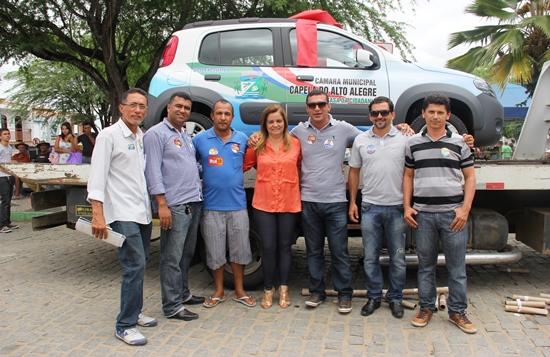 Câmara de Capela entrega carrro 0 km - foto3- Raimundo Mascarenhas - Calila Noticias