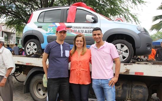 Câmara de Capela entrega carrro 0 km - foto5- Raimundo Mascarenhas - Calila Noticias