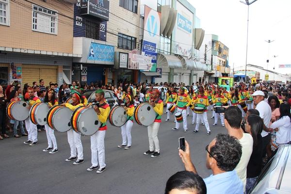 Banda Marcial do Menino Jesus homenageou Olodum no fardamento.