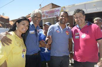 Alex a lado de Beto Lelis candidato a deputado federal, vice prefeita de Irecê e prefeito de Ibipeba.