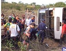 Populares ajudaram no socorro às vítimas.