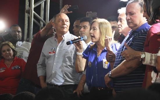 A prefeita Fátima Nunes disse que para Euclides da Cunha continuar com o grande desenvolvimento deve votar com Zé Nunes e Adolfo Meneses para deputados, Otto Senador, rui Governo e Dilma presidente.