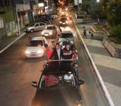 Ao lado de Emiliano e Assis, Alex percorreu vários bairros da cidade.