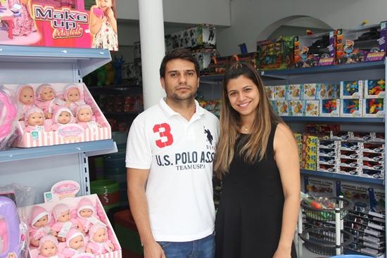 Ilmar ao lado da esposa, a advogada Cláudia Ribeiro garantem qualidade, preço baixo e respeito ao cliente.